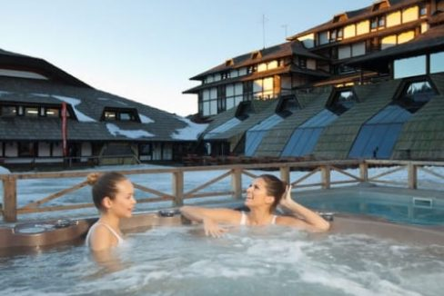 hotel-grand-outdoor-jacuzzi