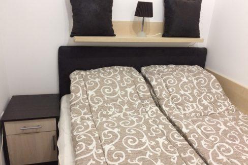 Spavaća soba 1 ( franacuski ležaj i noćni ormarić)