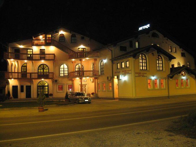 Vila Atina – Stara Pazova