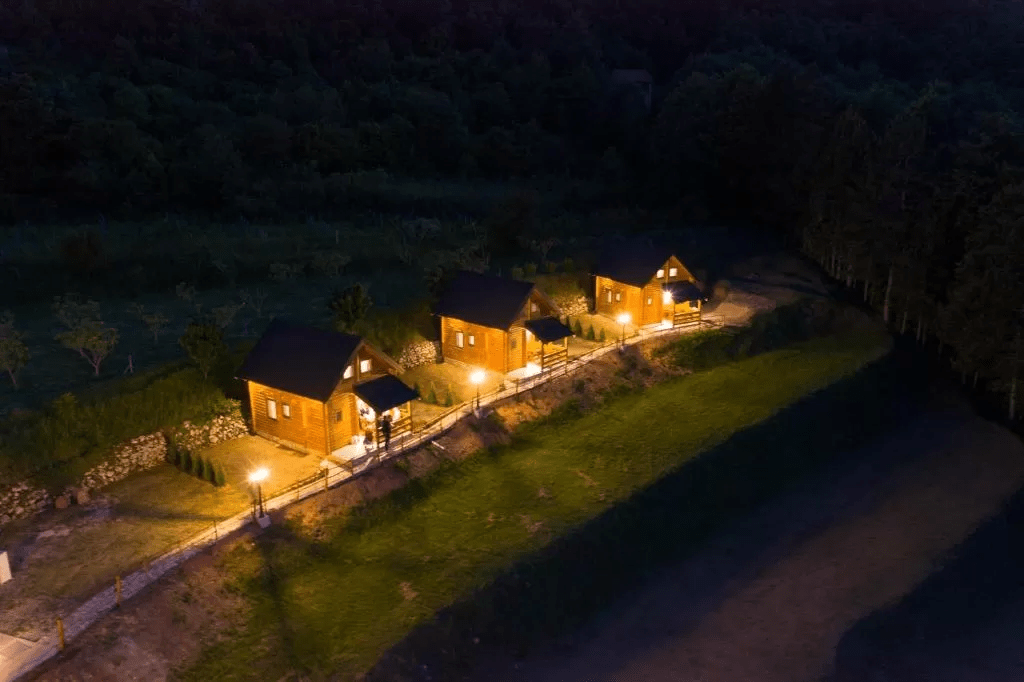 planinsko-selo-dusanovi-konaci-crna-gora (13)
