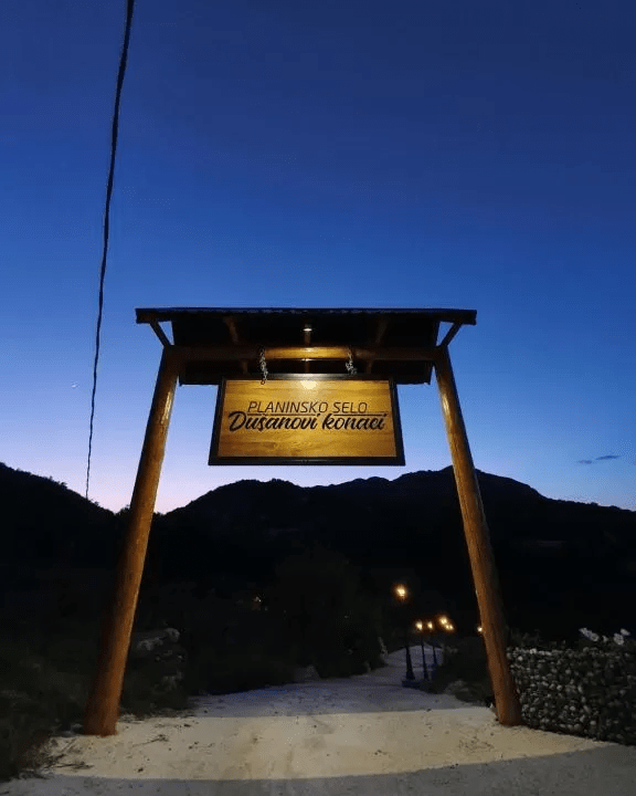 planinsko-selo-dusanovi-konaci-crna-gora (3)