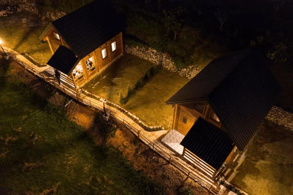 planinsko-selo-dusanovi-konaci-crna-gora (4)