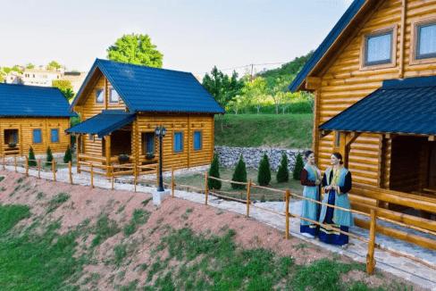 planinsko-selo-dusanovi-konaci-crna-gora (6)