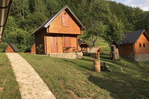gradine-katun-kamp-crna-gora (13)