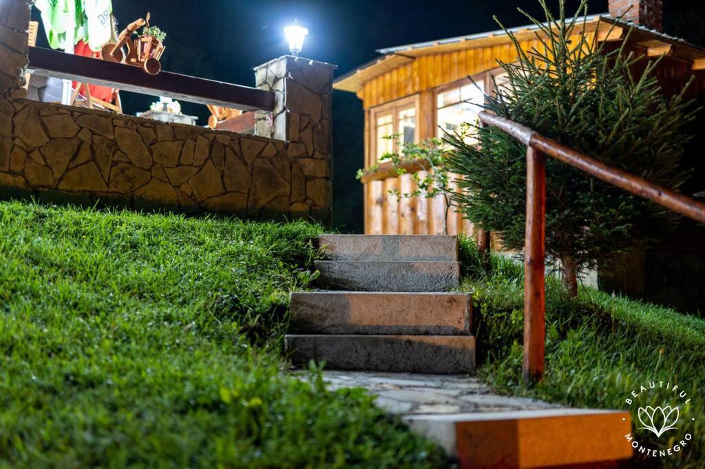 gradine-katun-kamp-crna-gora (23)